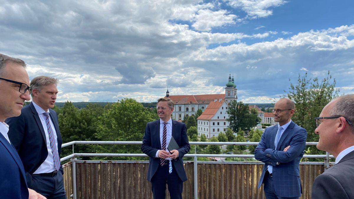 Bürgermeister Bernd Sommer (links), Landesamtspräsident W. Bauer, MdL T. Reiß , Fachbereichsleiter O. Schrempel und stv. Landrat A. Scheidler.