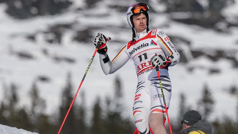 Skirennläufer Stefan Luitz mit bandagiertem Knie