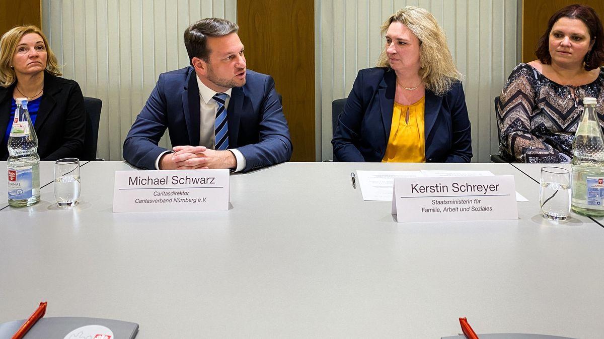 Sozialministerin Kerstin Schreyer (CSU) und Caritasdirektor Michael Schwarz