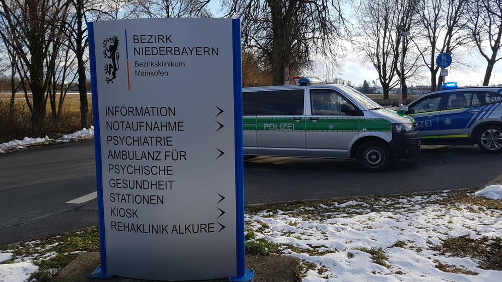 Polizeieinsatz am Bezirksklinikum Mainkofen. | Bild:BR/Sarah Beham