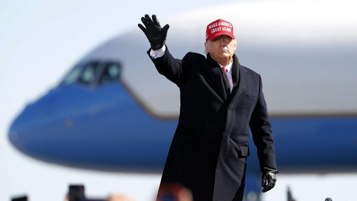 Der US-Präsident vor der Air Force One