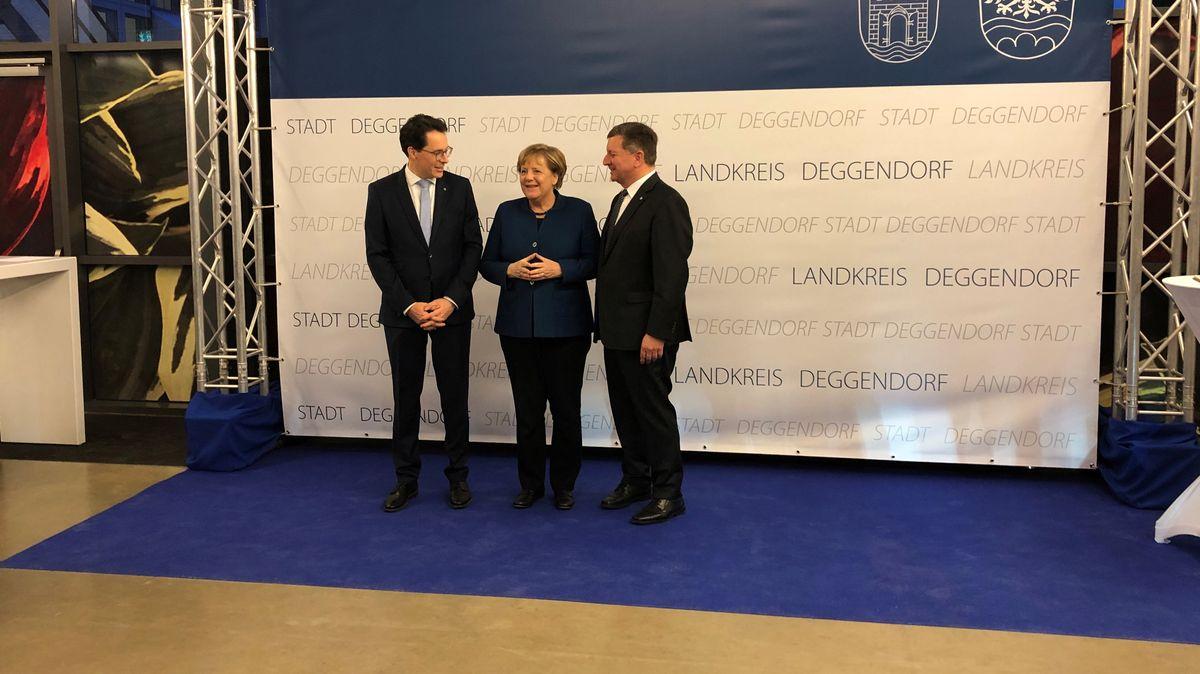 Bürgermeister Christian Moser, Bundeskanzlerin Angela Merkel und Landrat Christian Bernreiter