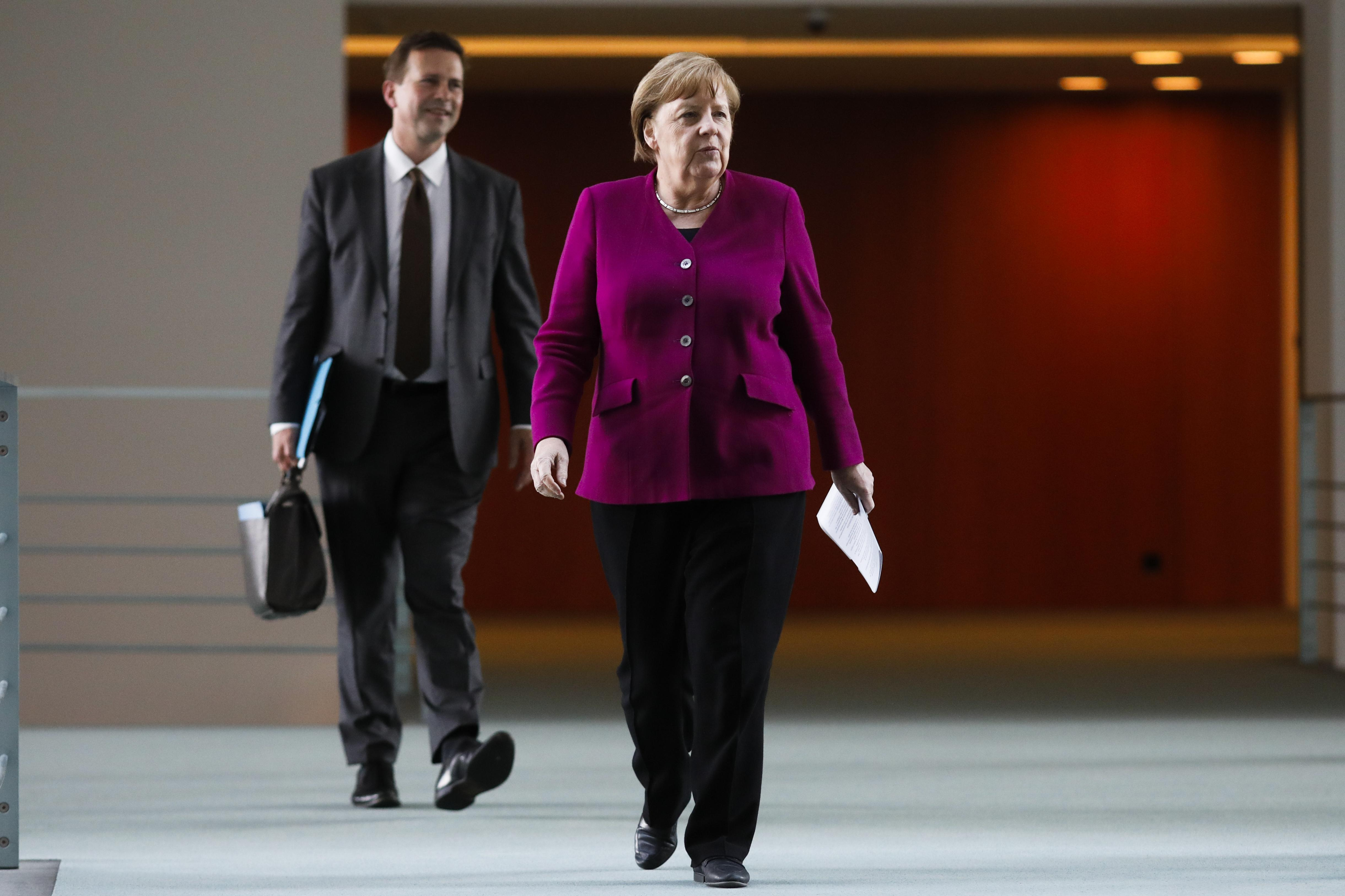 Corona-Krise: Merkel besteht weiterhin auf verpflichtenden Mindestabstand