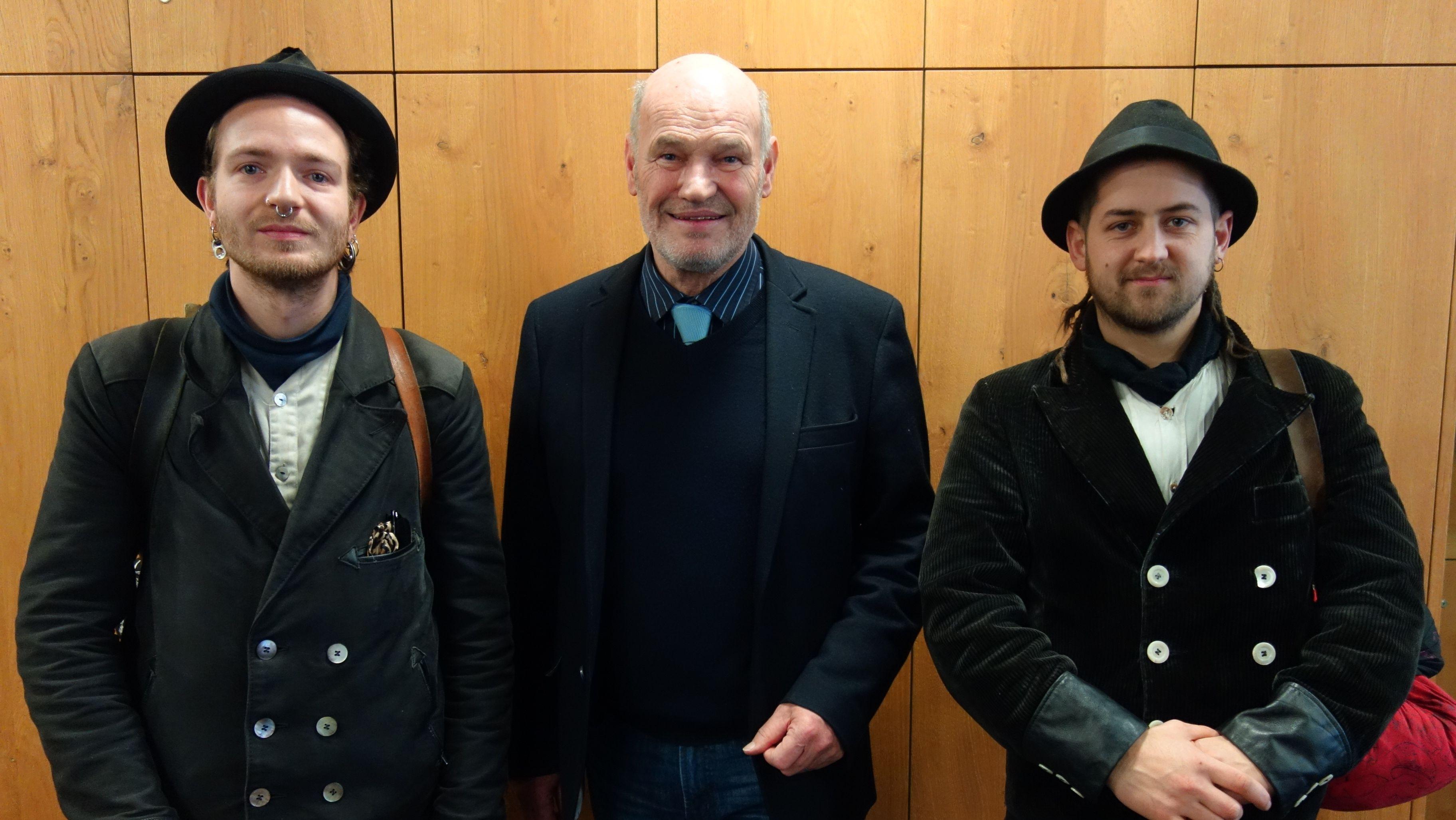 Gitarrenbauer Lolo und Bierbrauer Philipp mit Würzburger Landrat Eberhard Nuß