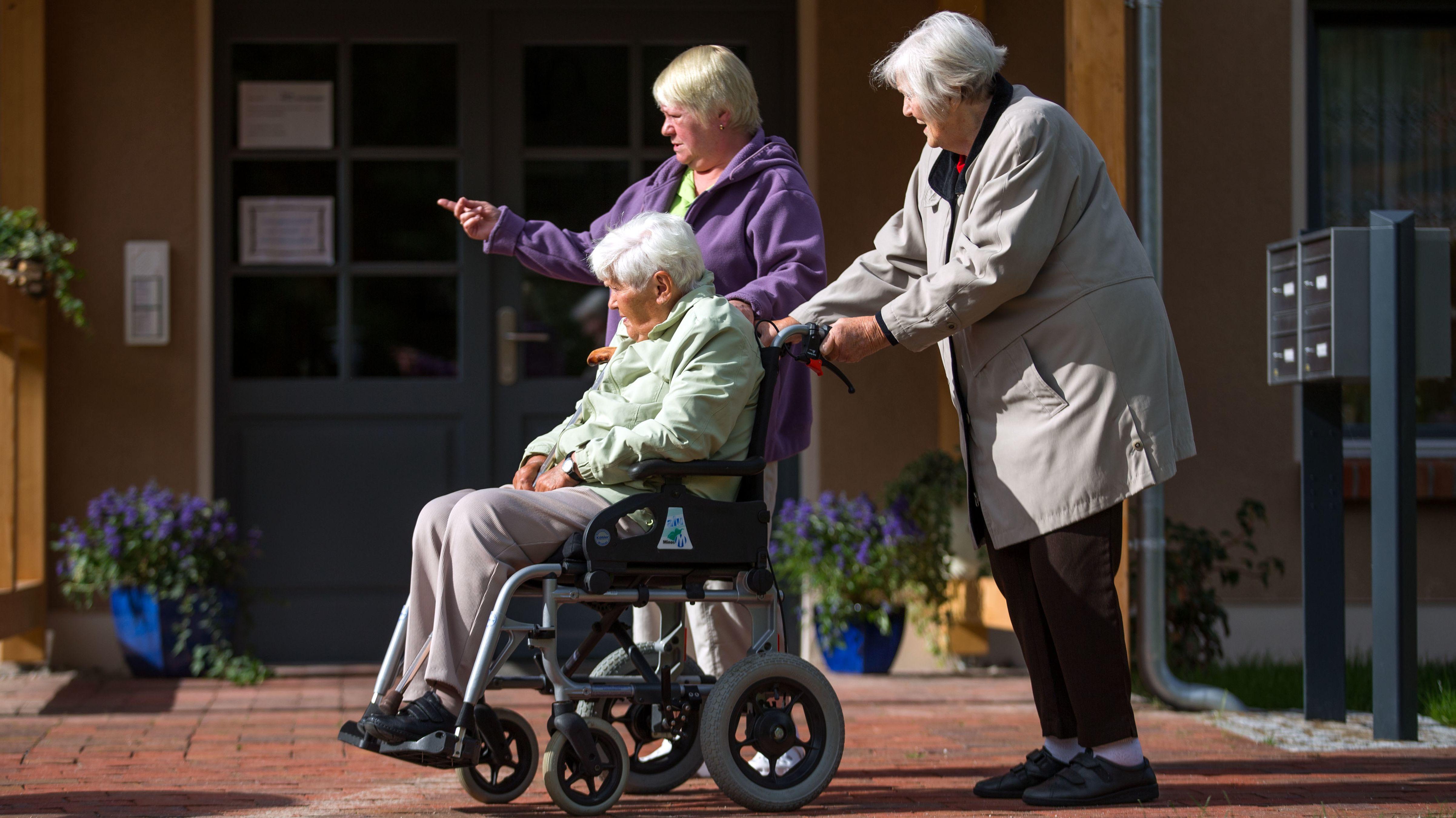 Bewohnerinnen einer Senioren-WG