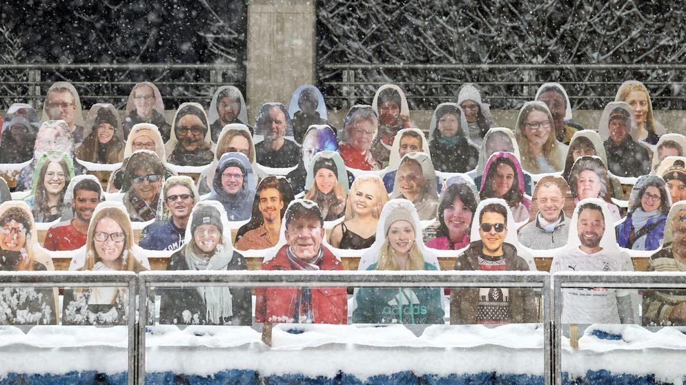 Fans aus Pappe bei der Vierschanzentournee in Oberstdorf