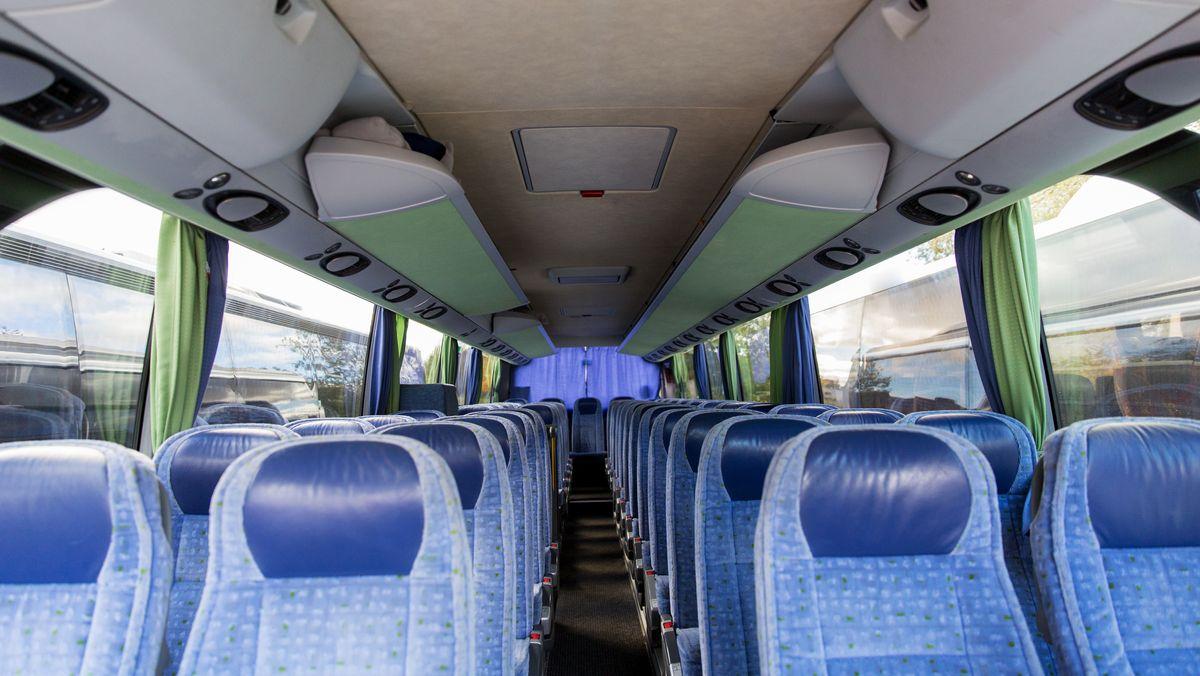 leerer Reisebus (Symbolbild)