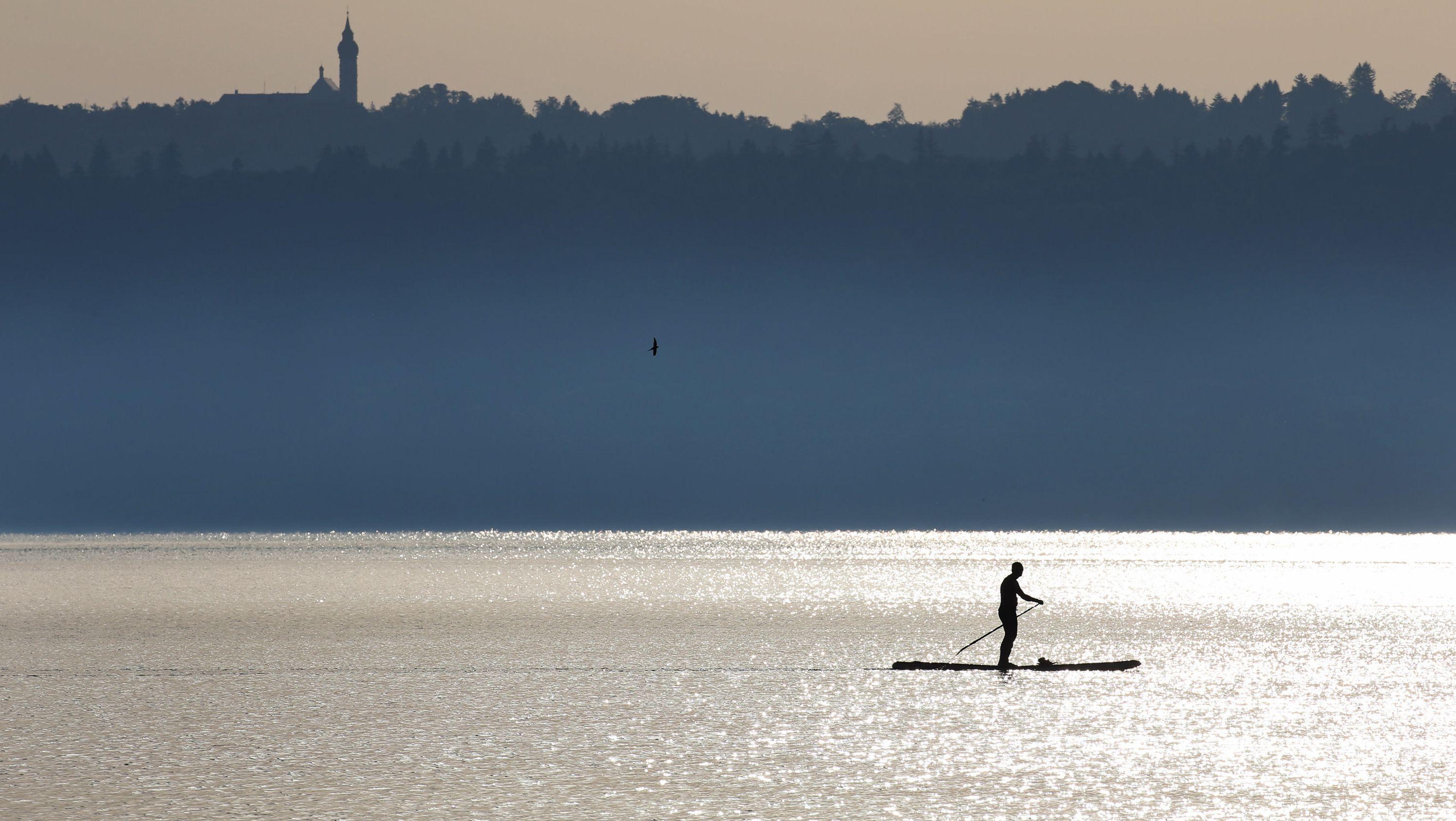 Stand-Up-Paddler auf dem Ammersee