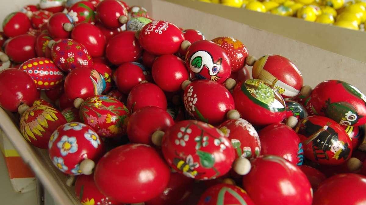 Eier für Osterbrunnen bemalen