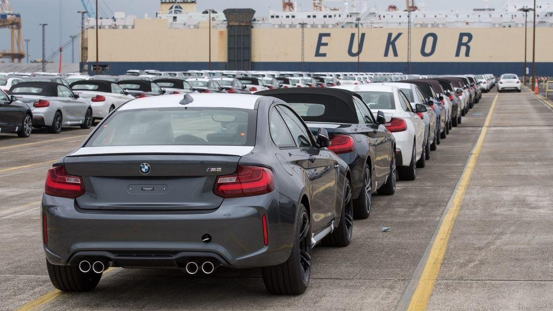 Neuwagen des BMW-Konzerns stehen zur Verschiffung bereit