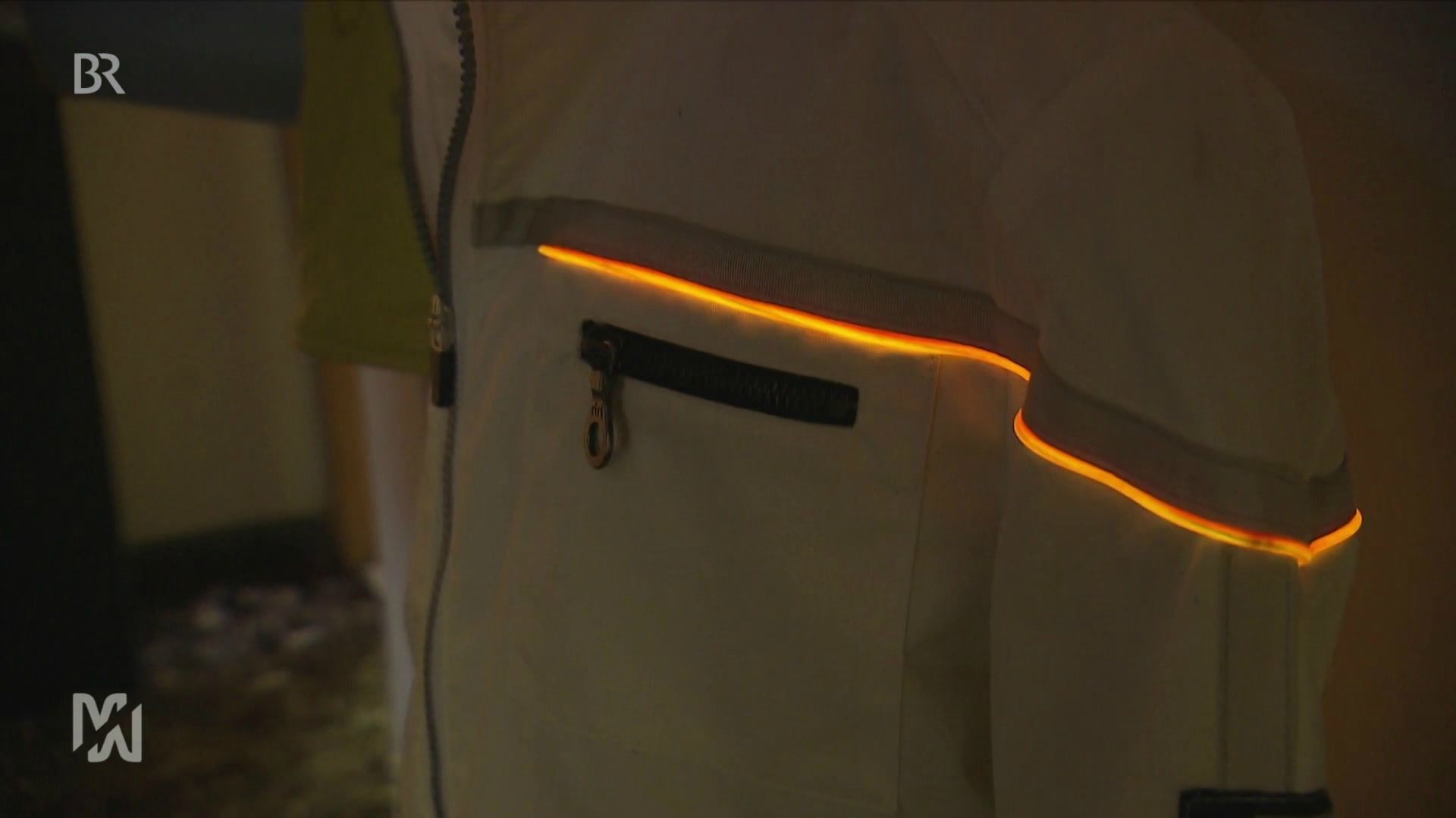 Jacke mit Leuchtstreifen