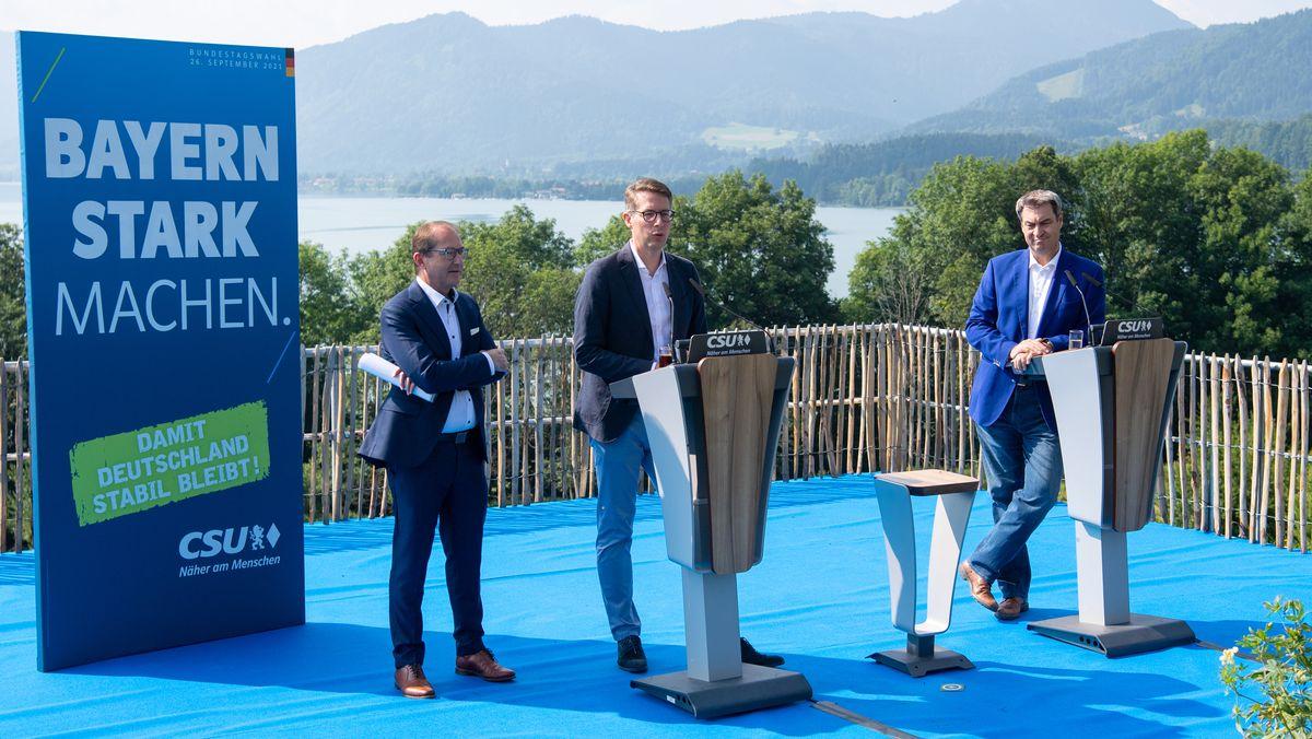 Gmund am Tegernsee, 23.07.21: CSU-Landesgruppenchef Dobrindt (l.), Generalsekretär Blume (M.) und Parteichef Söder (r.)