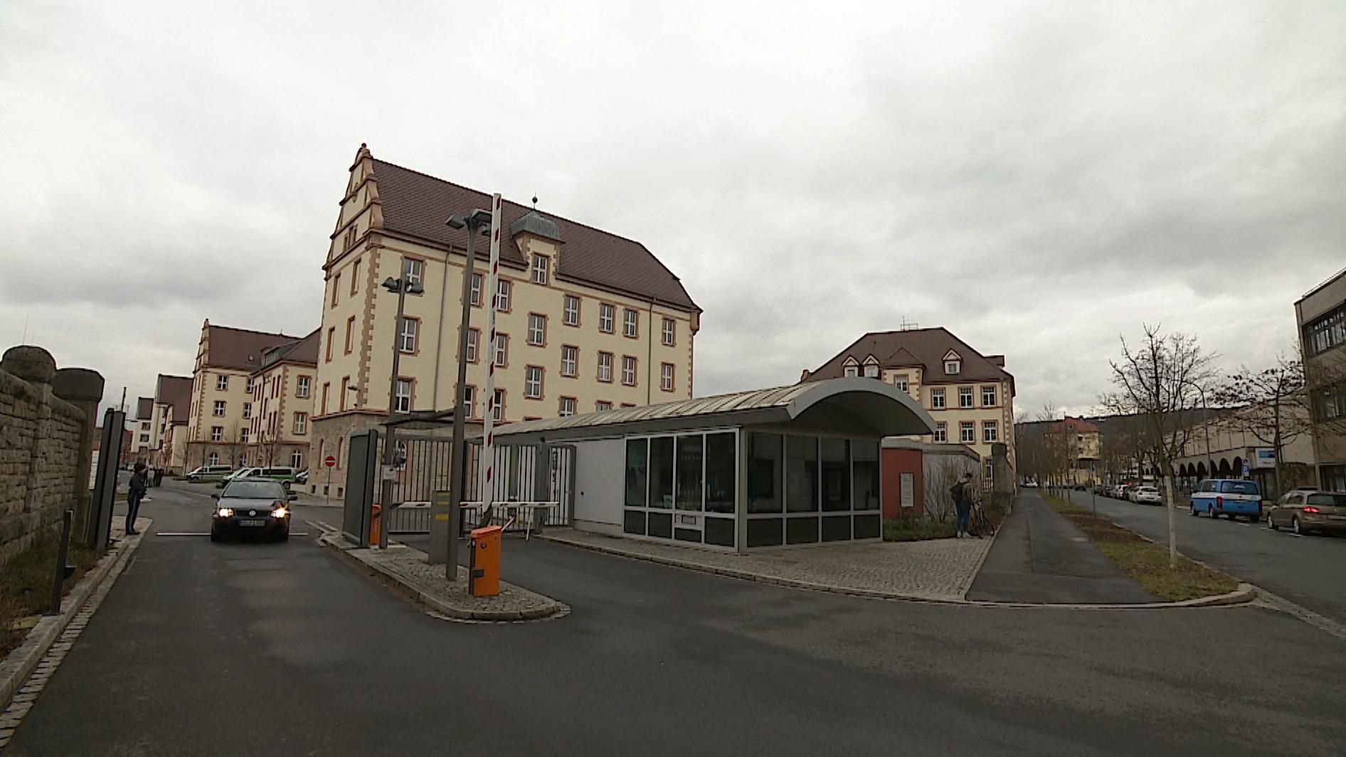 Bereitschaftspolizei Würzburg: Ein Auszubildender hat, mit großer Wahrscheinlichkeit aus Versehen, einen Kollegen erschossen.
