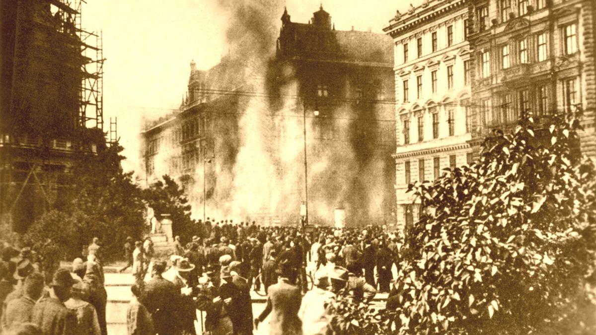 Inbrandsetzung des Wiener Justizpalastes durch demonstrierende Arbeiter im Jahr 1927