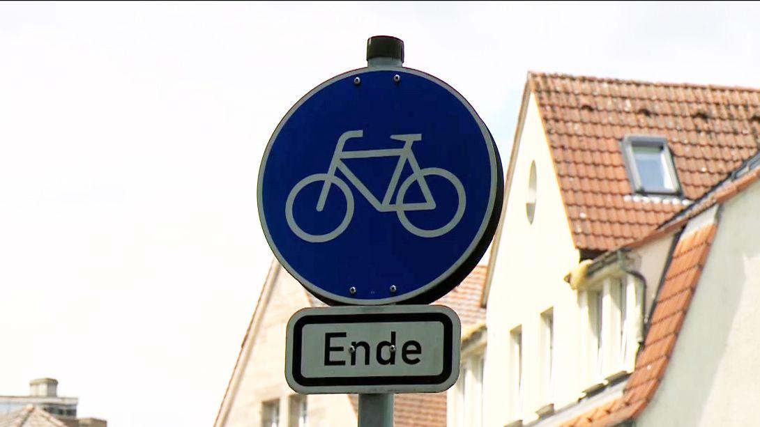 Schild mit einem  Fahrrad darauf. Darunter steht Ende.