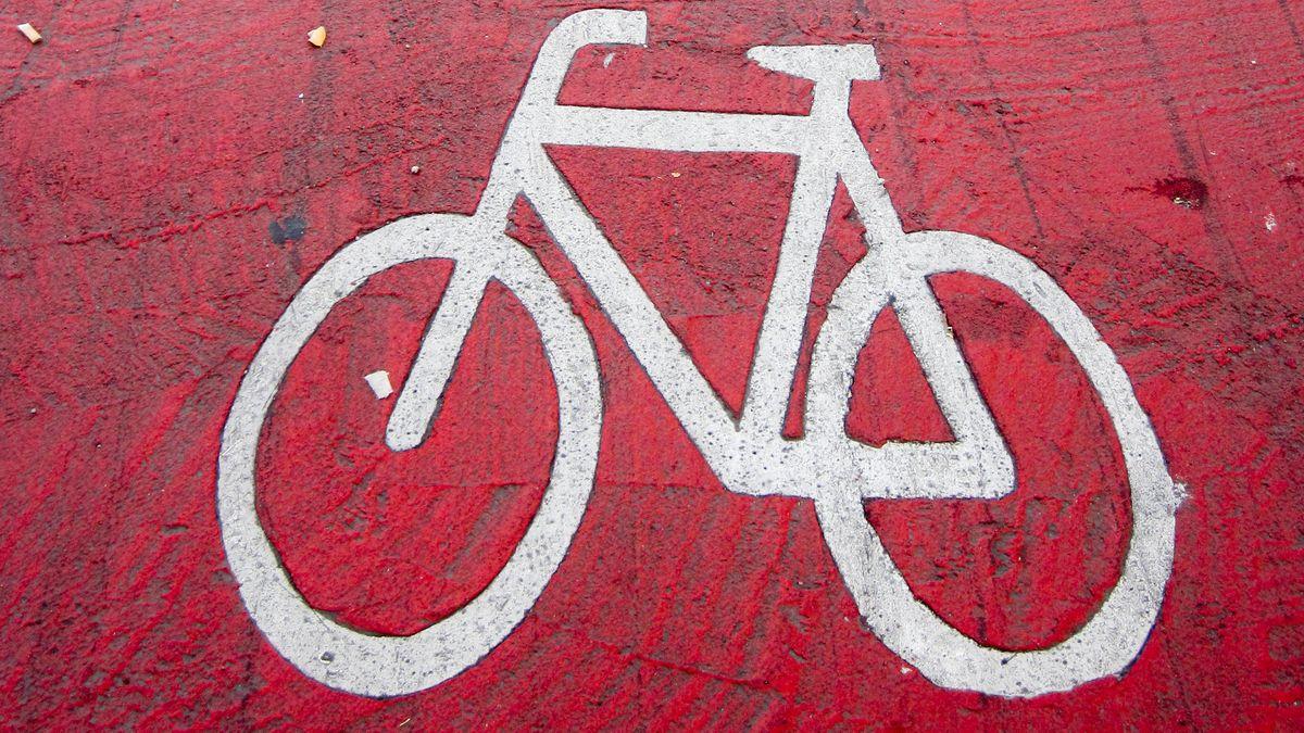 Rot markierter Radweg in München