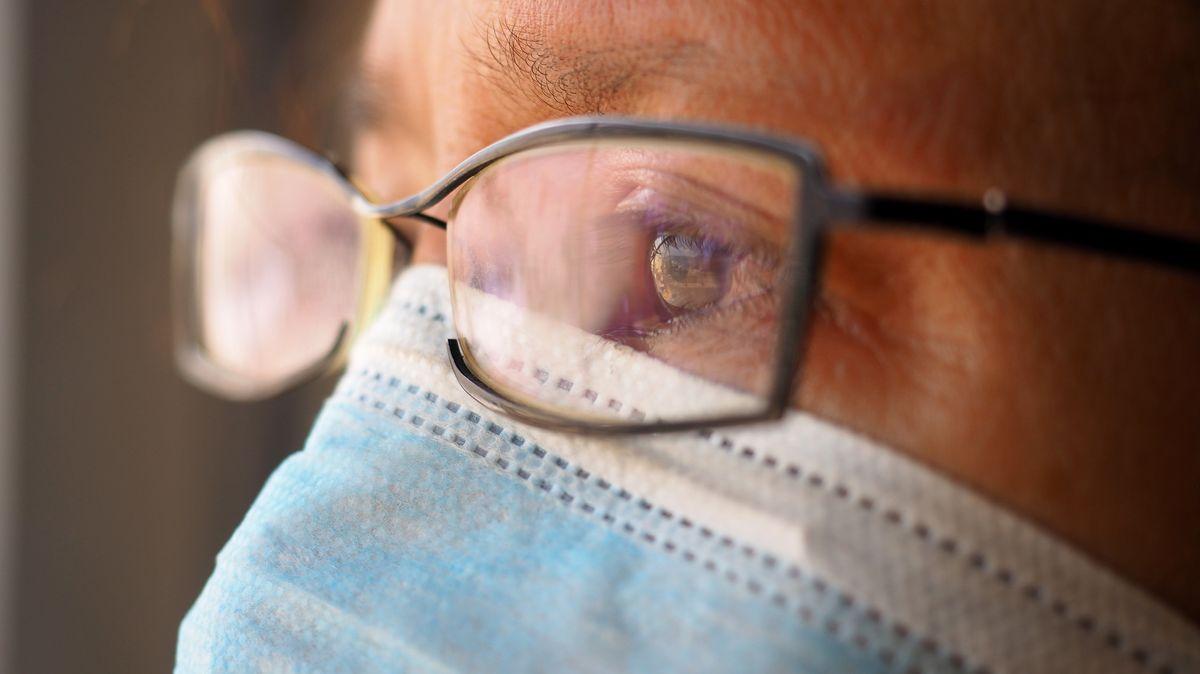 Noch zeigt keine Studie eindeutig, dass eine Brille vor Coronaviren schützen würde.