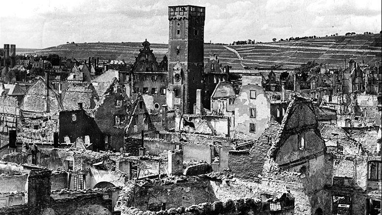 Würzburgs Altstadt kurz vor dem Kriegsende: Zu 95 Prozent zerstört.