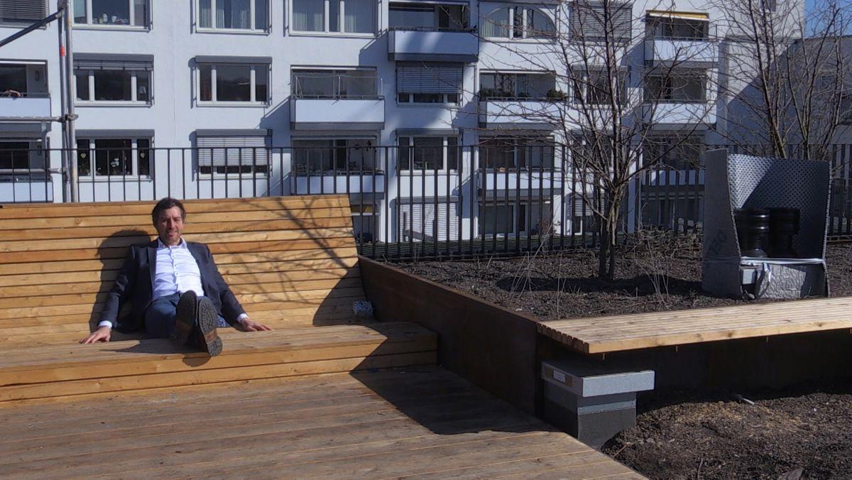 Statt Balkonen und einem Garten gibt es aufdem Wohnhaus einen großen Dachgarten, der für jeden Bewohner zugängig ist.
