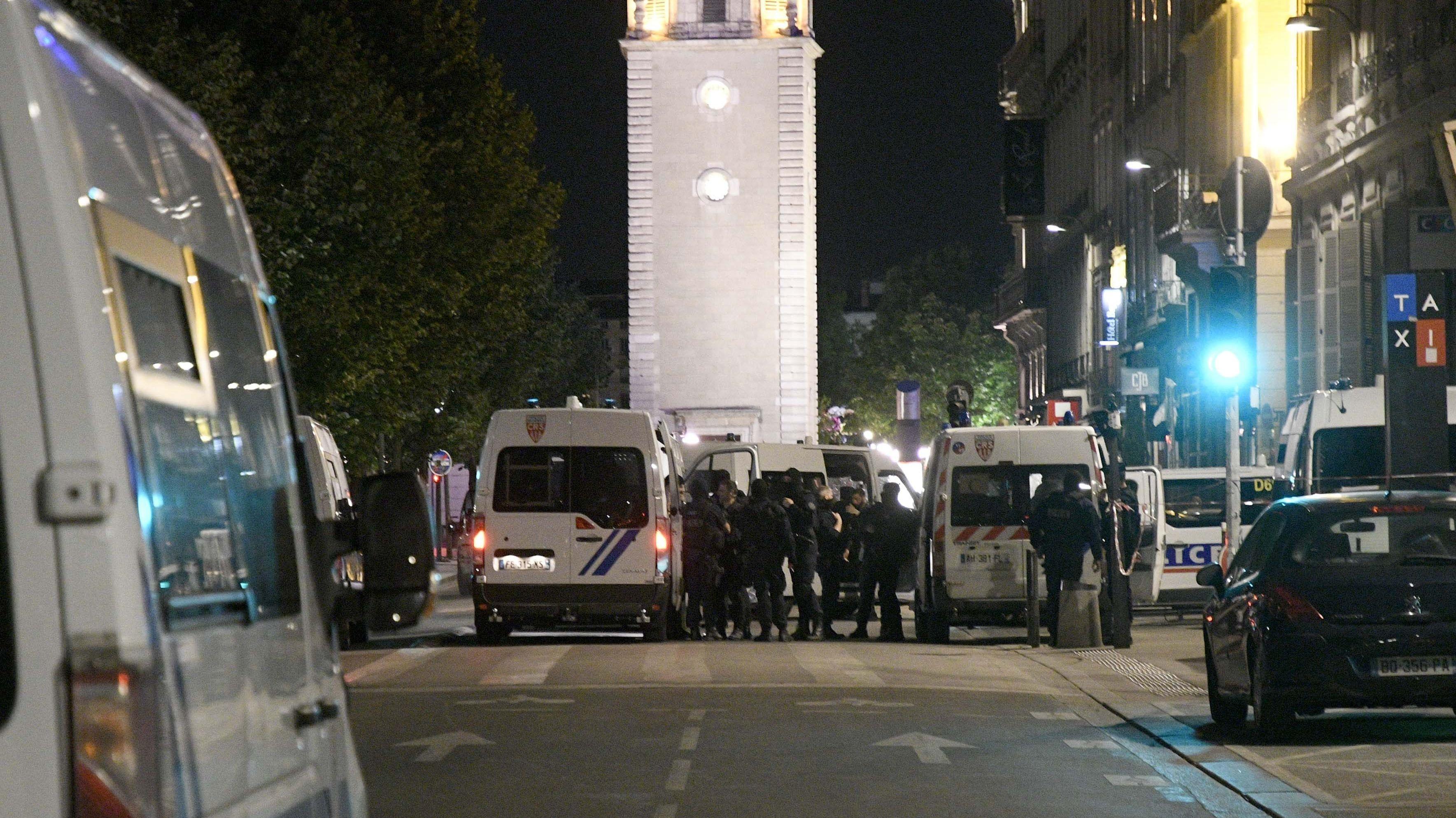 Absperrungen nach Explosion in Innenstadt von Lyon.