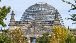 Reuchtsagsgebäude im Herbst | Bild:picture alliance / Eibner-Pressefoto | Eibner-Pressefoto