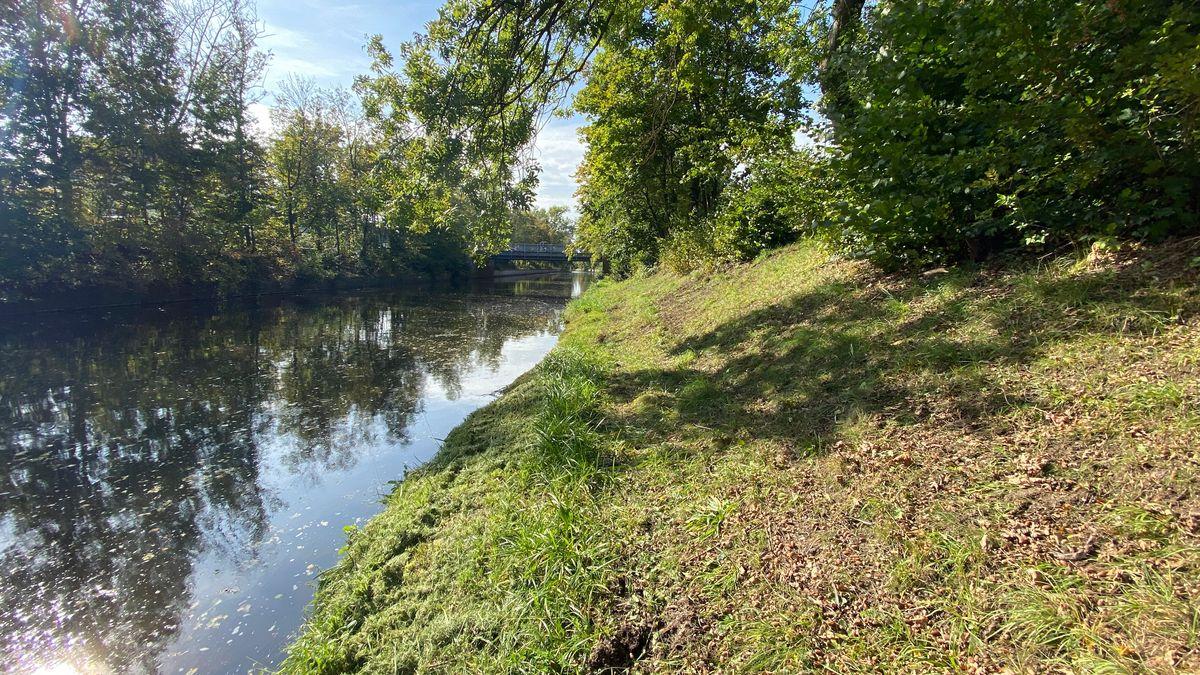 Der Flutkanal in Weiden. Hier ist der 22-Jährige ertrunken.