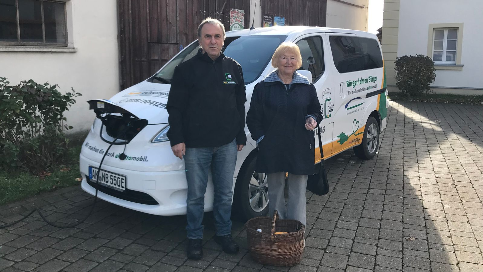 Erster elektrischer Bürgerbus Bayerns fährt im Landkreis Ansbach - BR24