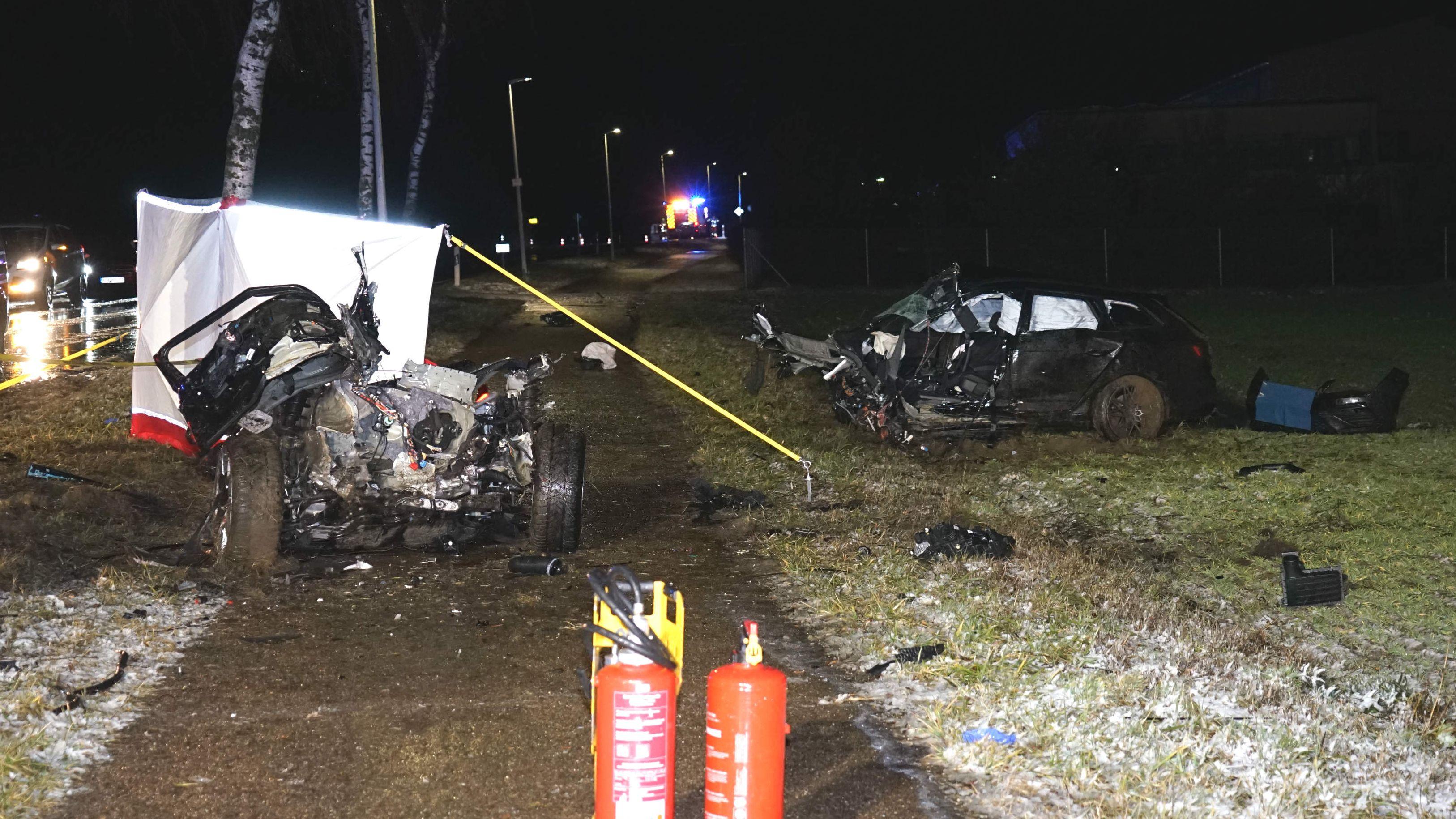 Das Auto wurde bei dem Aufprall in zwei Teile gerissen