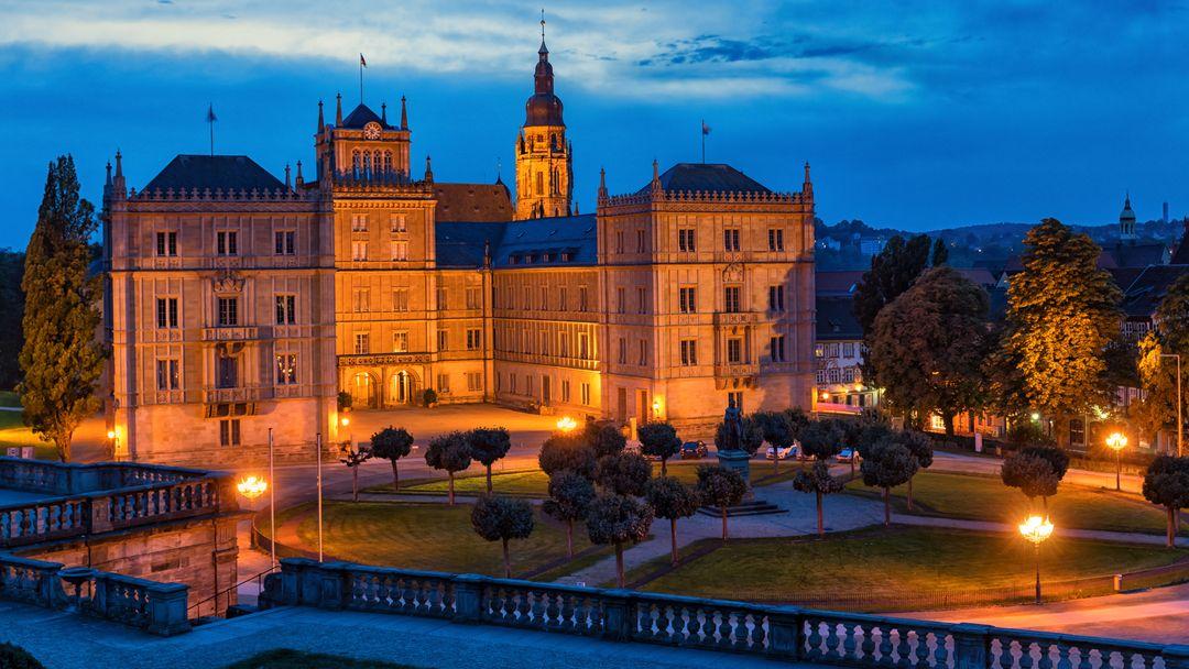 Das Schloss Ehrenburg in Coburg bei Nacht