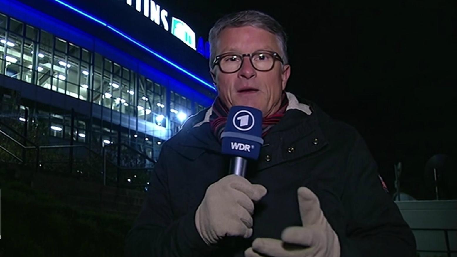 BR-Reporter Bernd Schmelzer vor der Arena auf Schalke