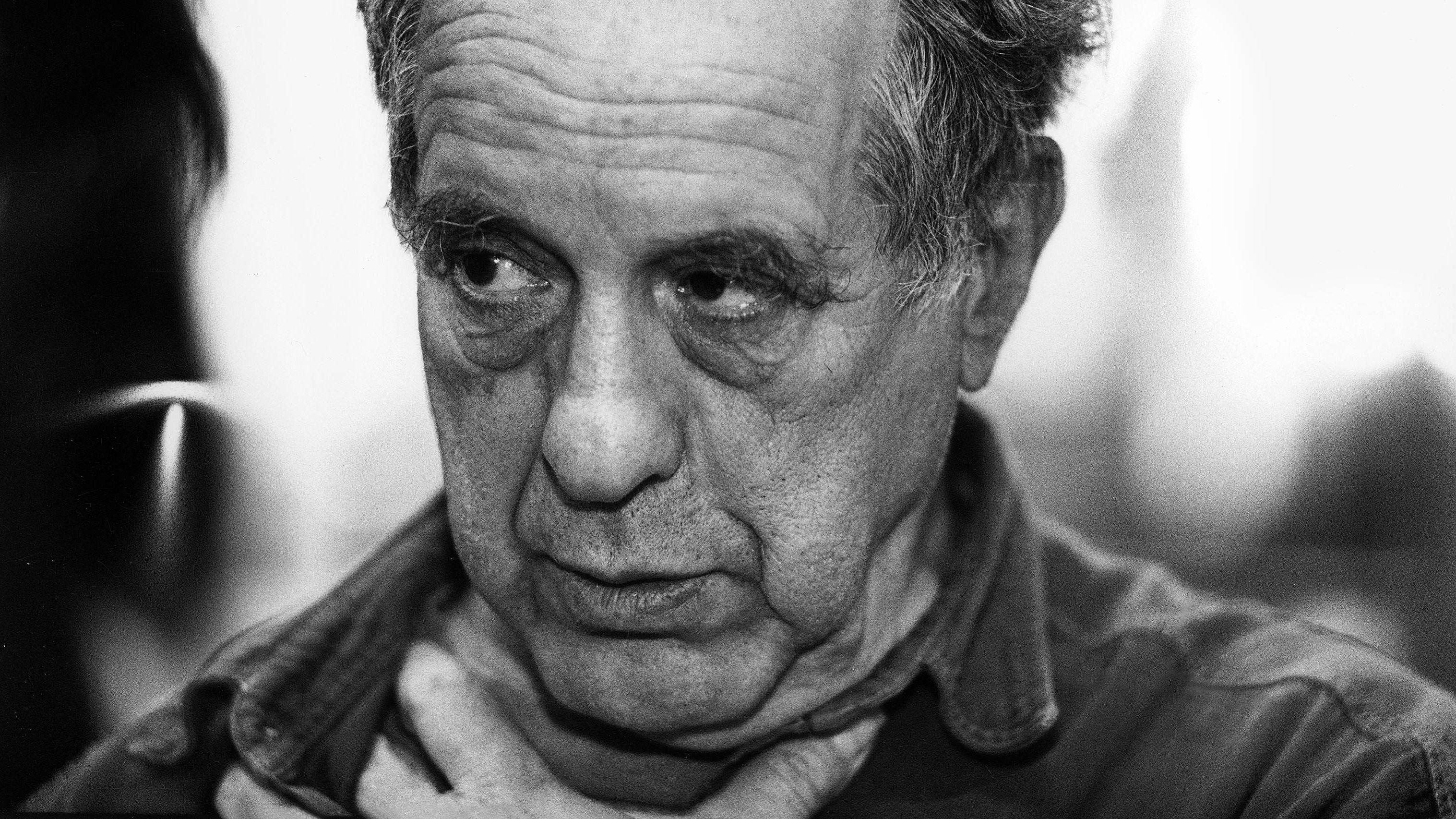 Schwarz-weißes Porträt von Robert Franks Gesicht
