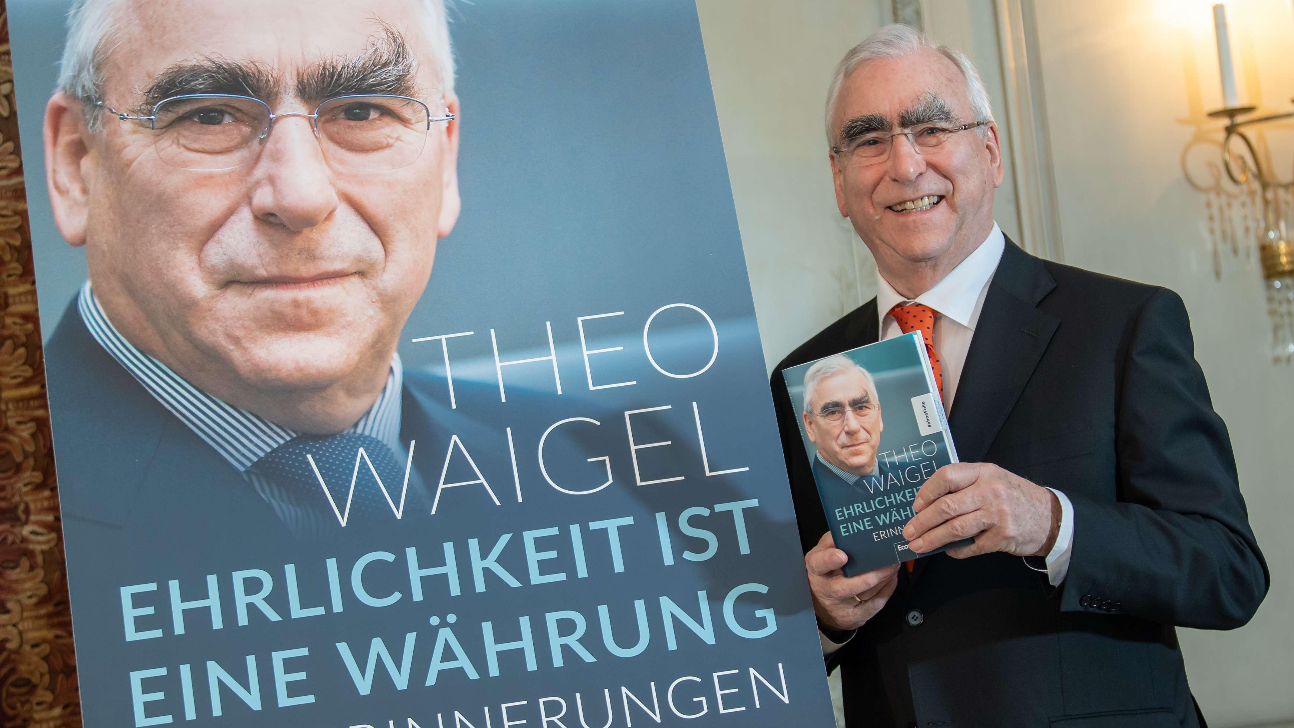 Der ehemalige CSU-Vorsitzende Theo Waigel bei der Vorstellung seiner Autobiografie