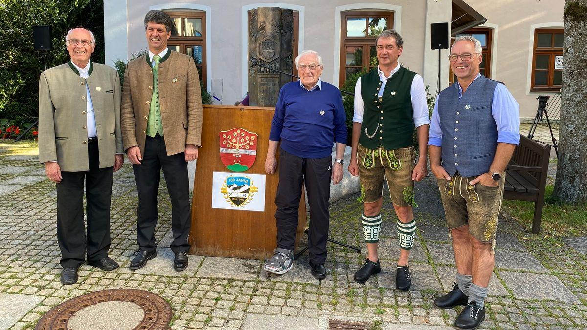 Die Präsidenten Herbert Ohl, Harald von Knörzer-Suckow, Alois Auer, Engelbert Schweiger, Herbert Fritzenwenger jun. (v.l.) führ(t)en den SC Ruhpolding.