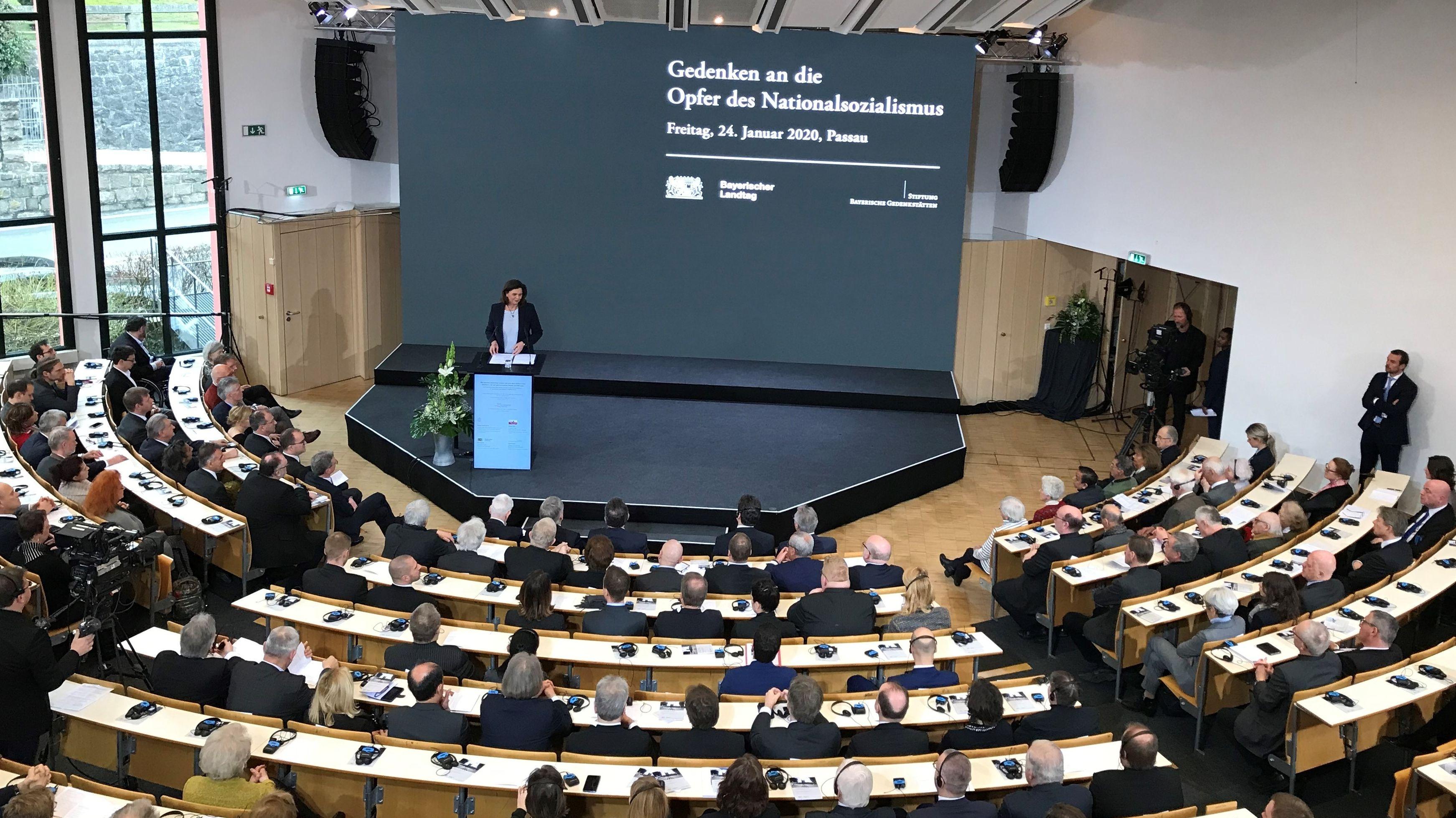 Ilse Aigner spricht im Audimax der Universität Passau