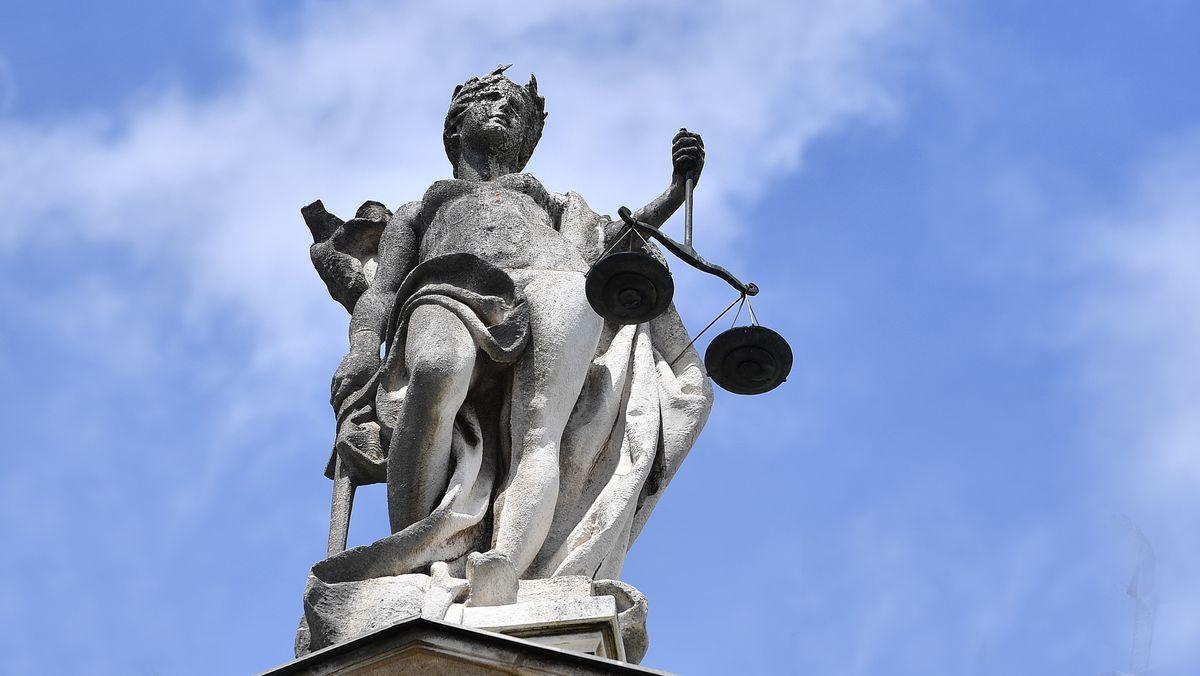 Justitia am Münchner Landgericht