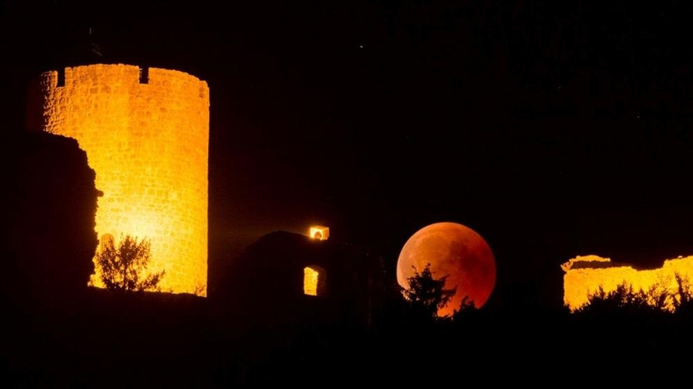 Der rote Blutmond bei der totalen Mondfinsternis im Juli 2018. Am 21. Januar 2019 wird der Mond wieder bei einer totalen Mondfinsternis blutrot. | Bild:Thomas Aumeier