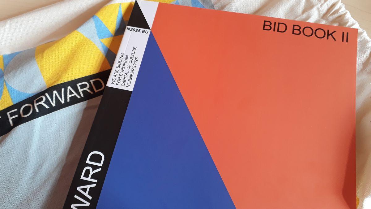 """Das zweite Nürnberger Bewerbungsbuch für den Titel der """"Kulturhauptstadt"""", das sogenannte """"Bid Book II""""."""