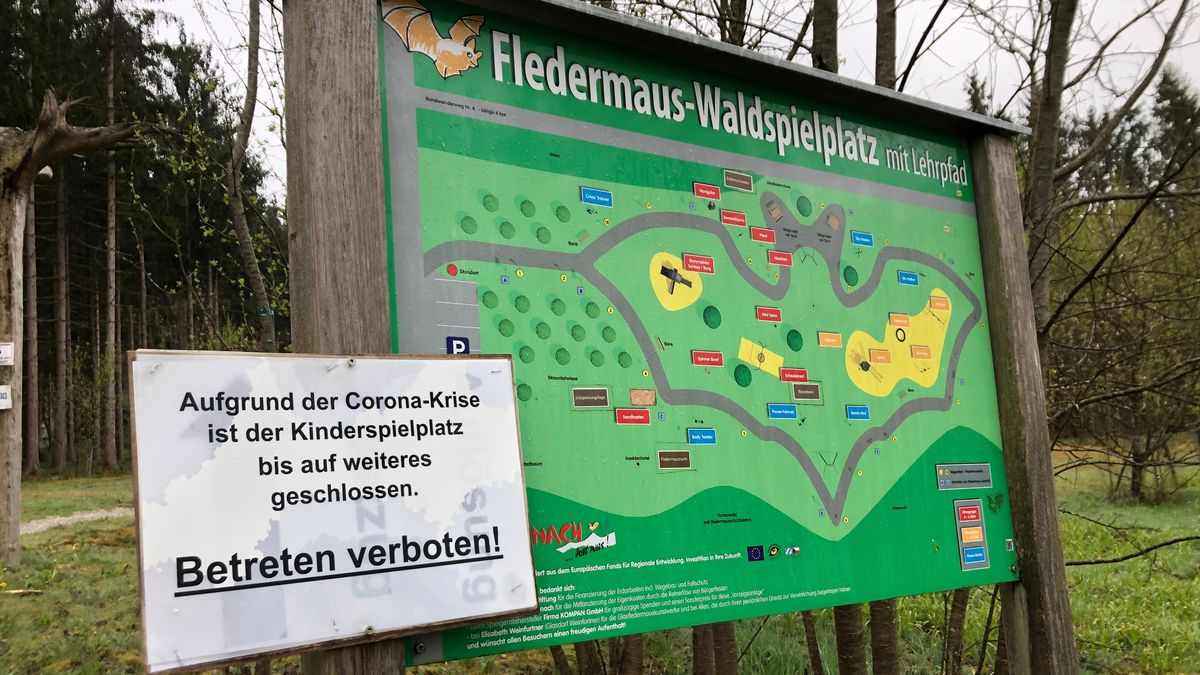 Der gesperrte Fledermaus-Waldspielplatz in Rinchnach (Lkr. Regen)