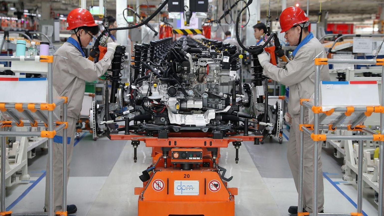 Arbeiter in chinesischem VW-Werk