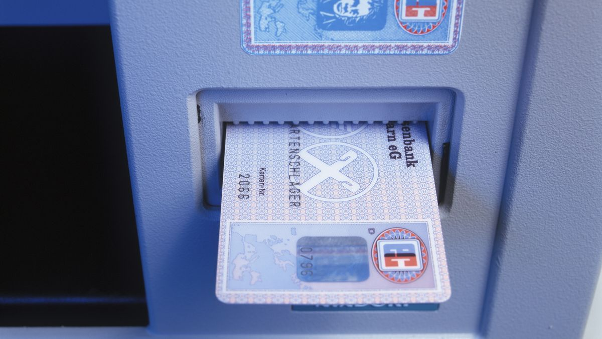 Bankautomat mit Karte