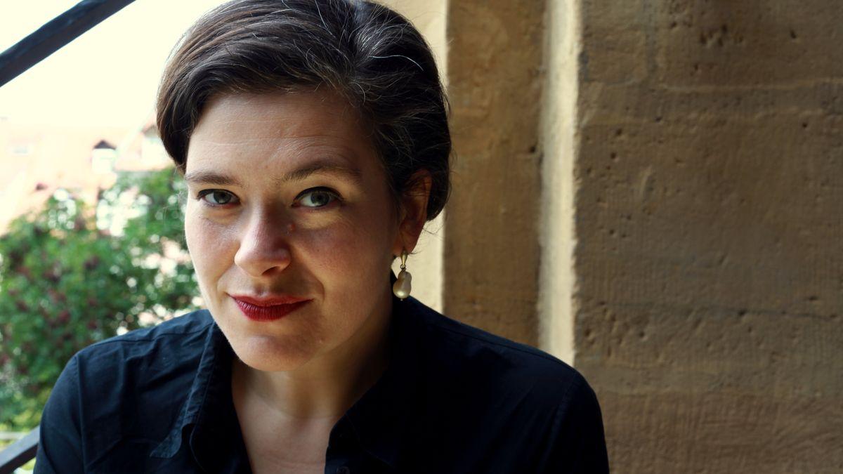 Nora Gomringer: Porträt der Schriftstellerin und Kuratorin des forum:autoren beim Münchner Literaturfest