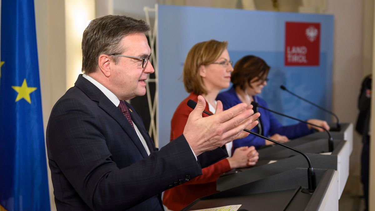 Günther Platter (li.),  Österreichs Verkehrsministerin Leonore Gewessler und EU-Kommissarin Adina Valean
