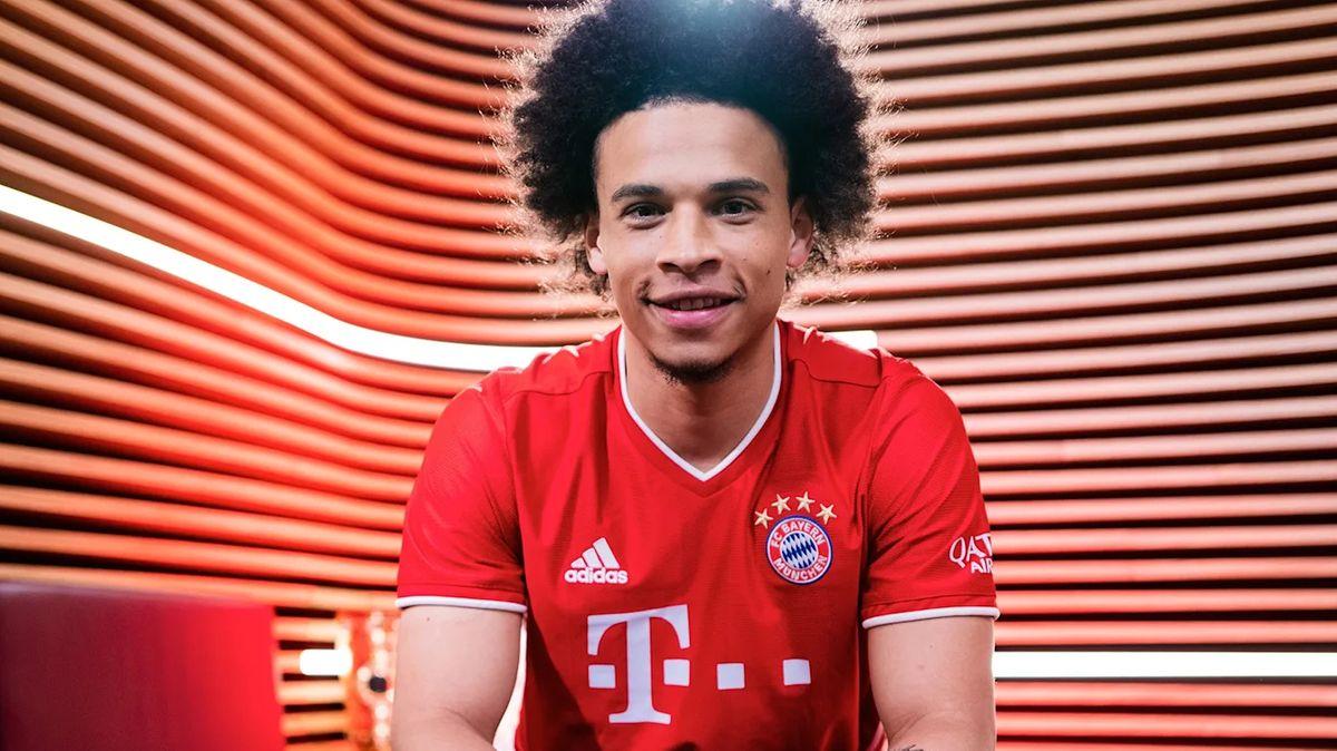 Jetzt offiziell: FC Bayern verpflichtet Sané | BR24. Image of Bayern Munich's new signing Leroy Sane