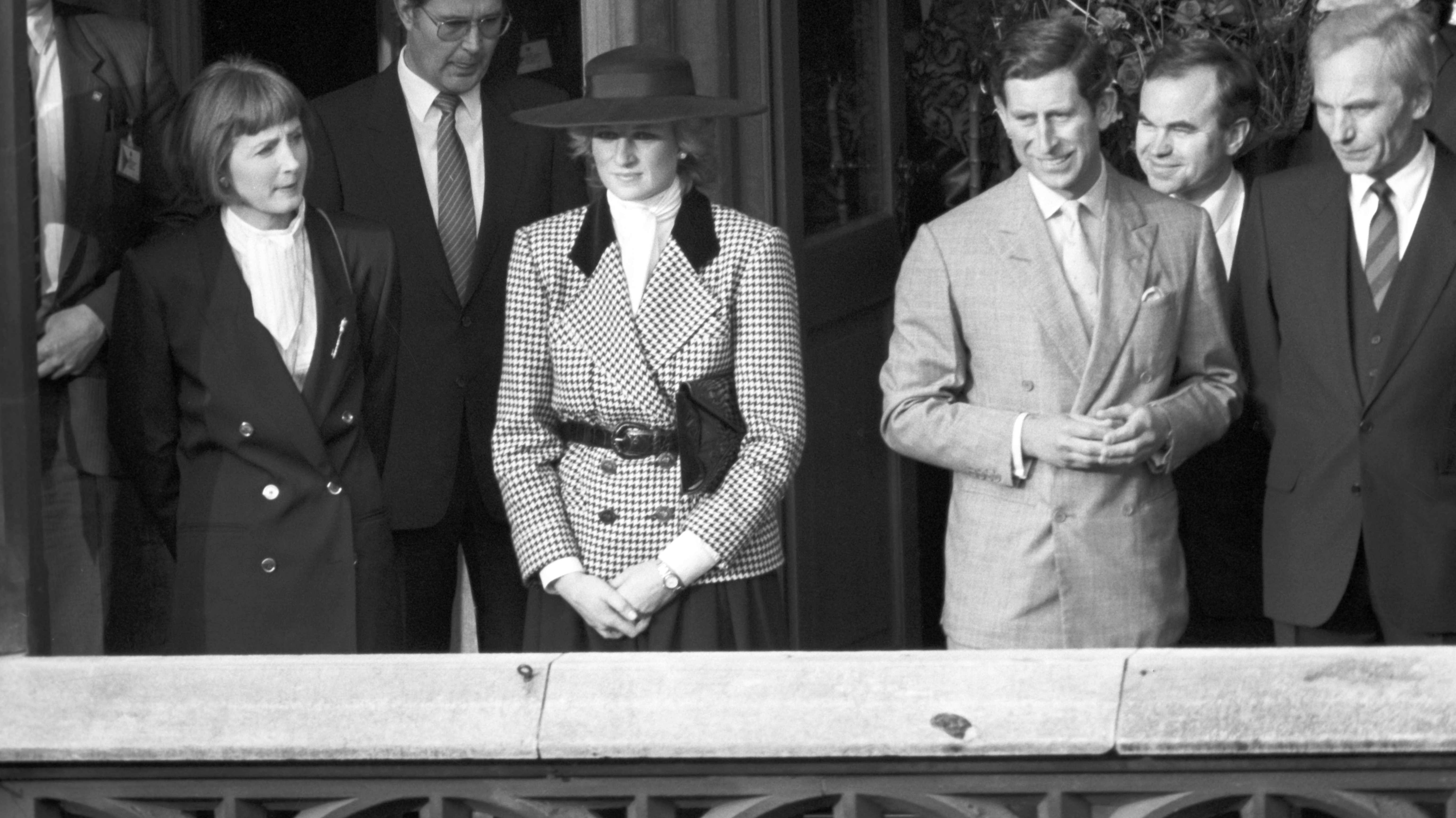 Prinz Charles und Lady Di am 04.11.1987 auf dem Balkon des Rathauses in München.