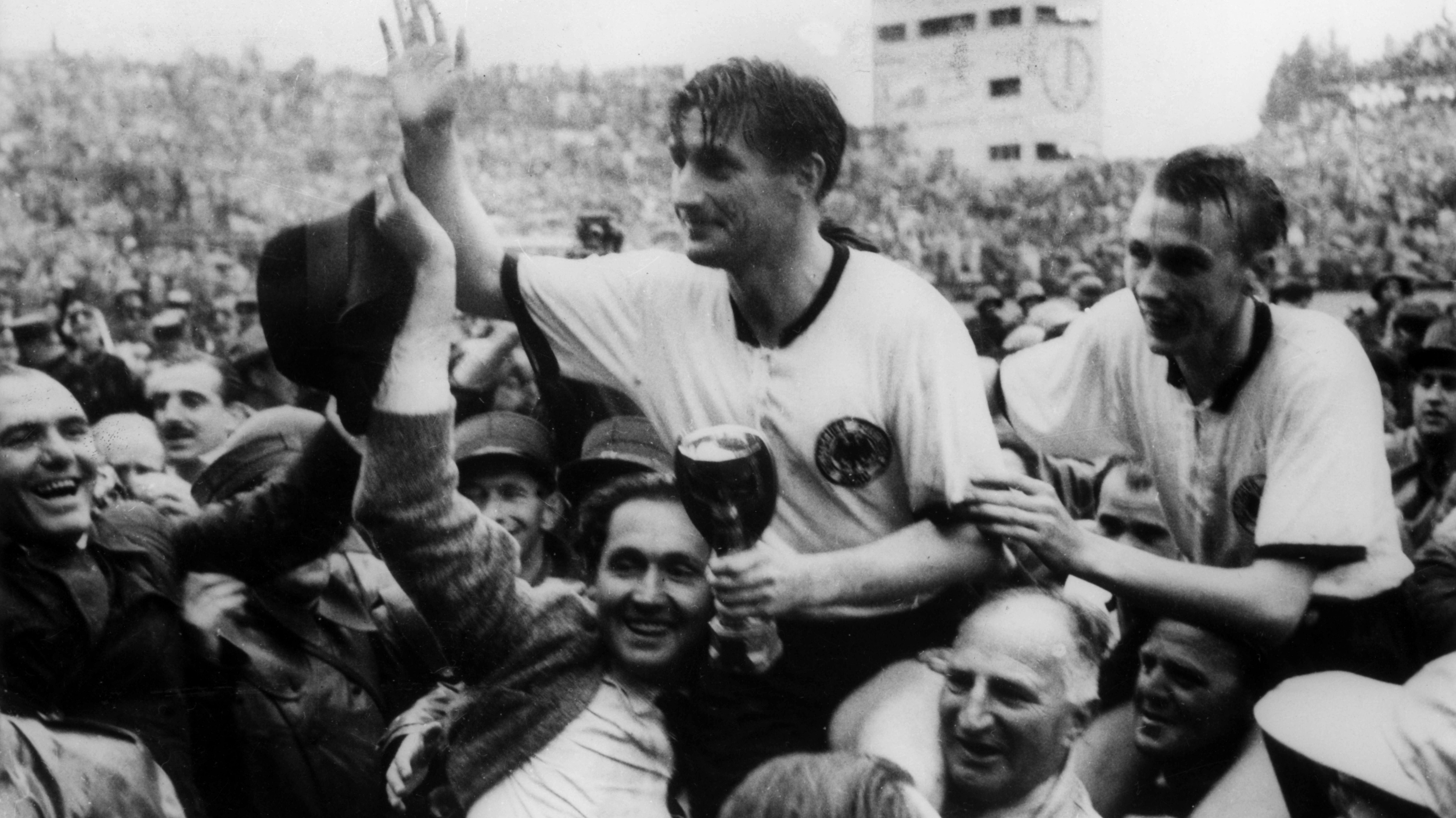Die deutsche Nationalmannschaft entführte 1954 den WM-Pokal aus dem Berner Wankdorf-Stadion – legal. Später wurde er in Brasilien gestohlen.