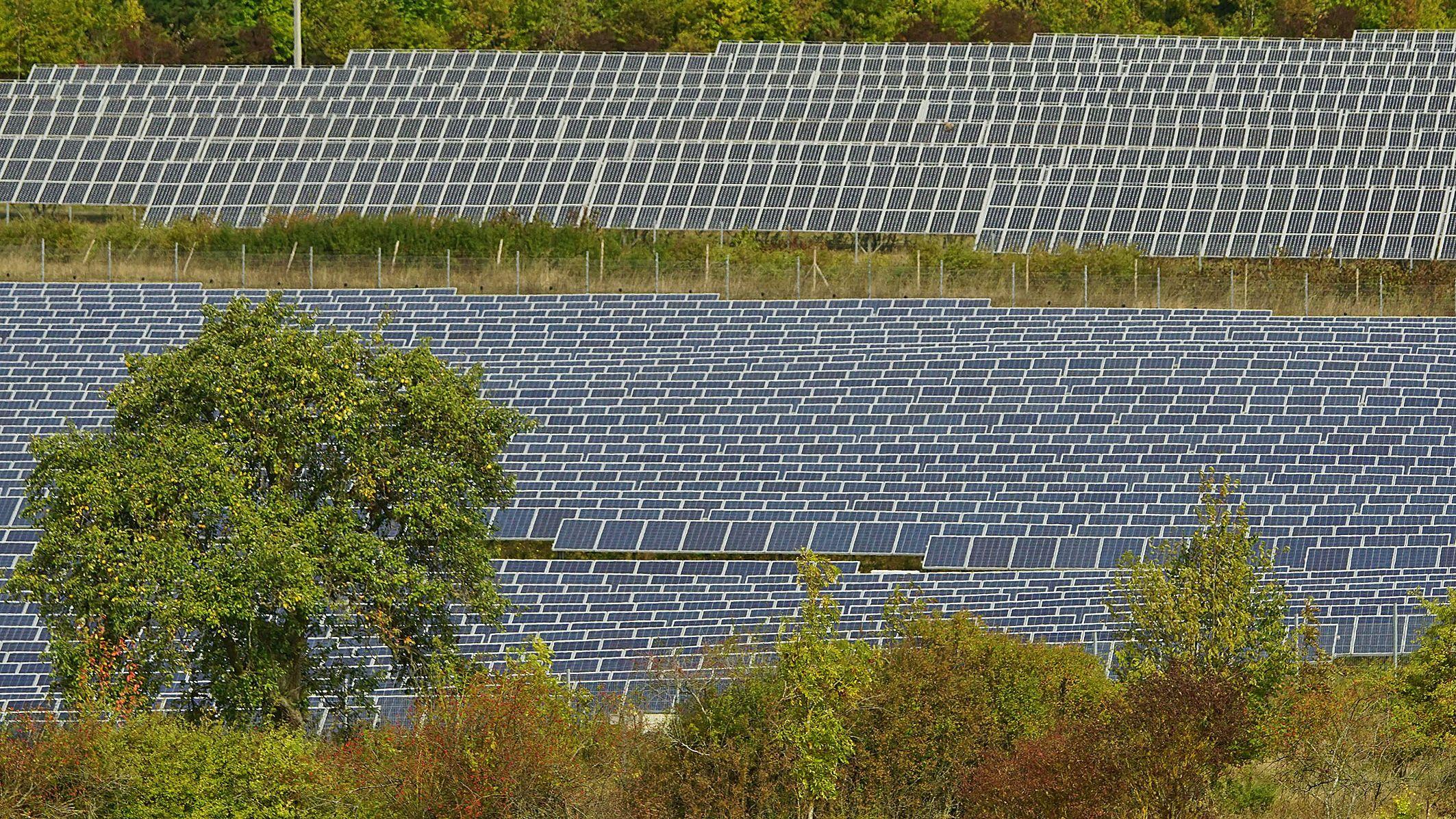 Photovoltaik-Anlagen auf der Mainplatte nördlich von Würzburg, aufgenommen im September 2018