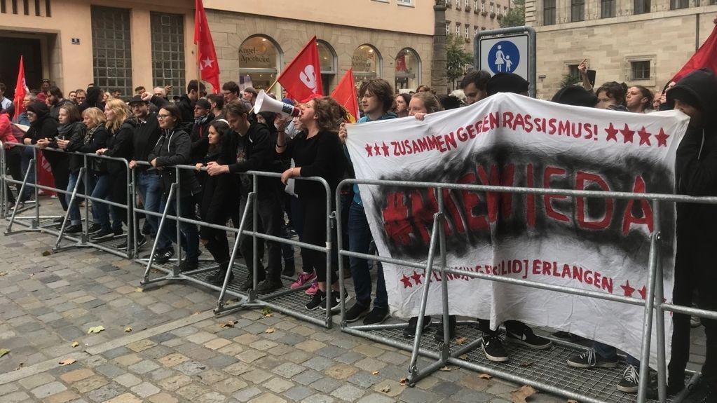 Linke Gegendemonstranten in der Nürnberger Innenstadt