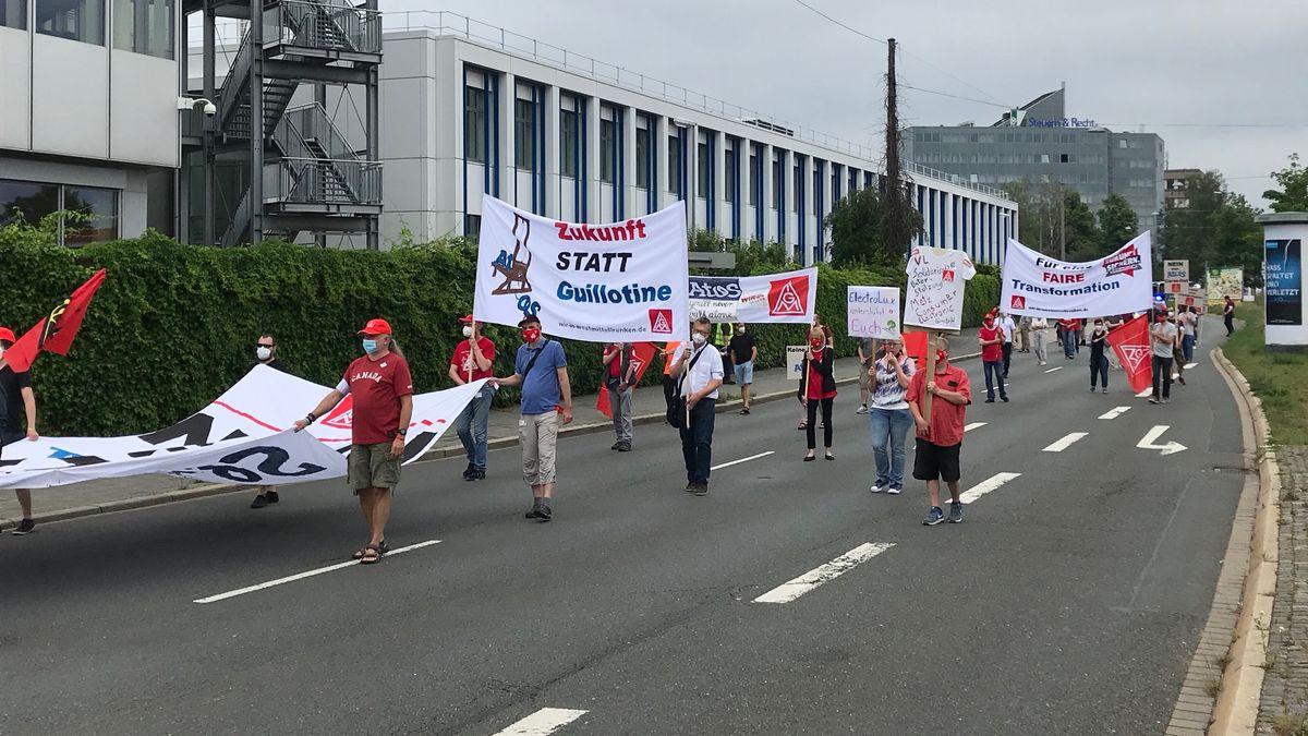 Demonstration vor dem Atos-Standort in Fürth