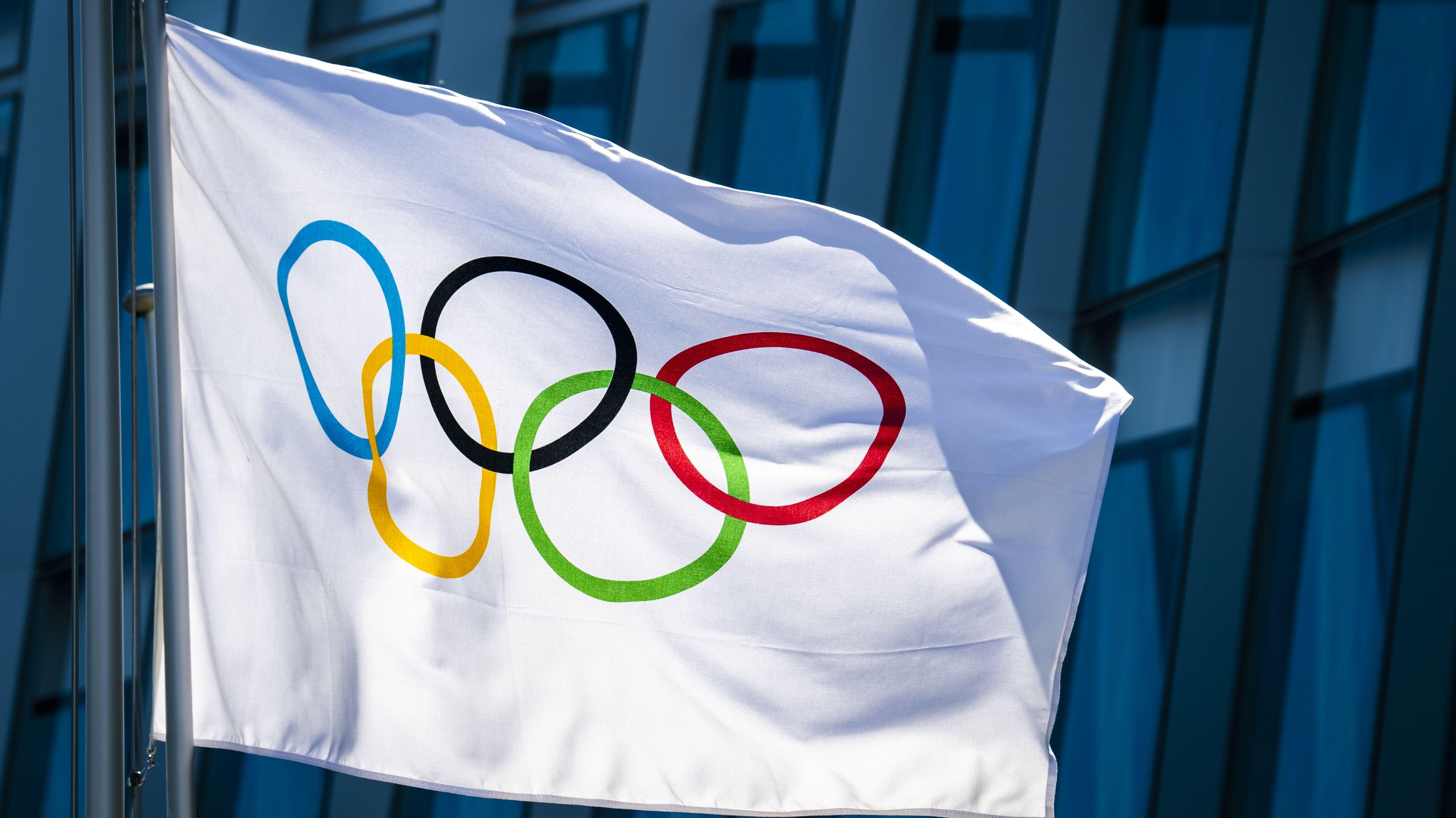 Fahne mit Olympischen Ringen