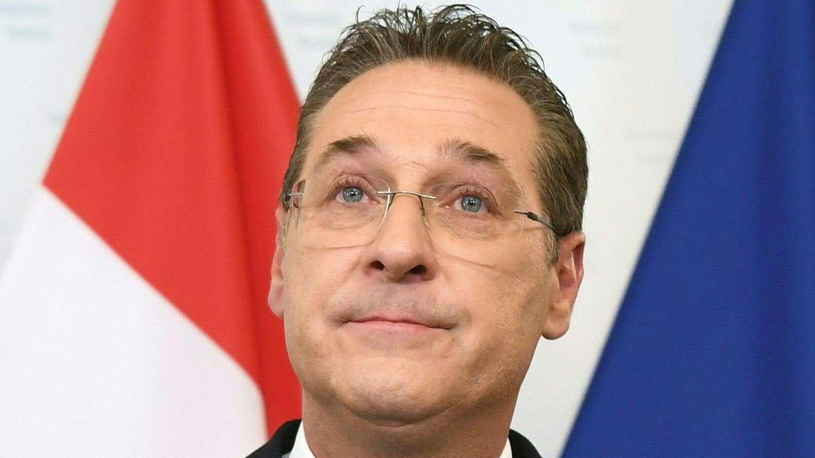 Heinz-Christian Strache trat nach dem Skandal-Video auf einer Pressekonferenz als FPÖ-Chef und Vizekanzler zurück.